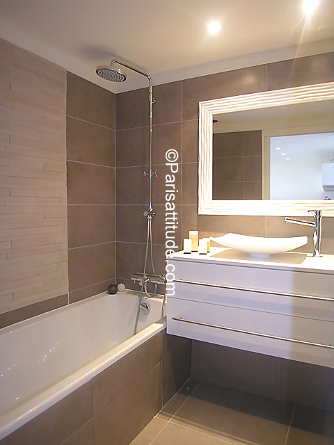 Louer un Appartement à Paris 75015 - 28m² Tour Eiffel - ref 6103