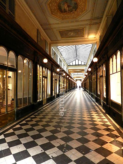 19 rue jean-jacques rousseau 75001 paris