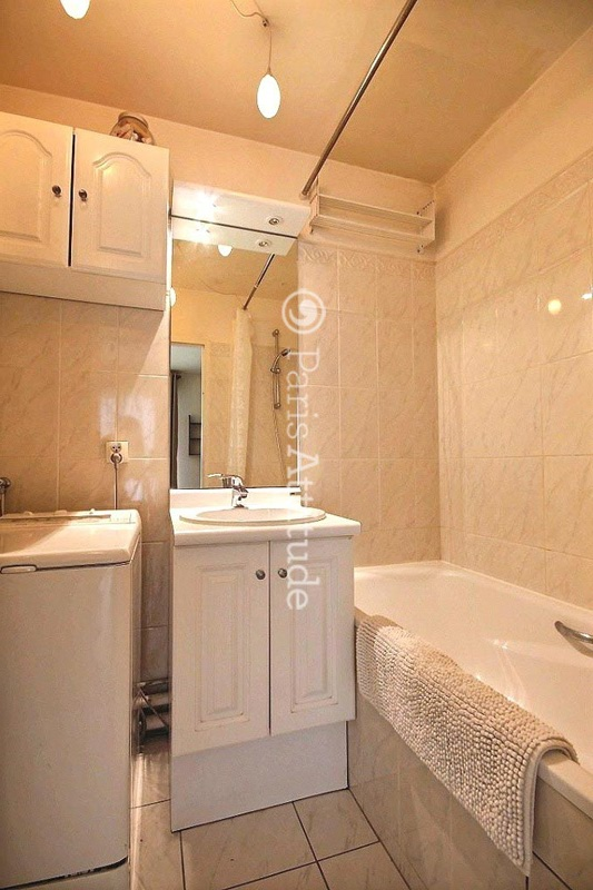 Louer un appartement paris 75020 50m nation ref 1003 for Location appartement atypique paris