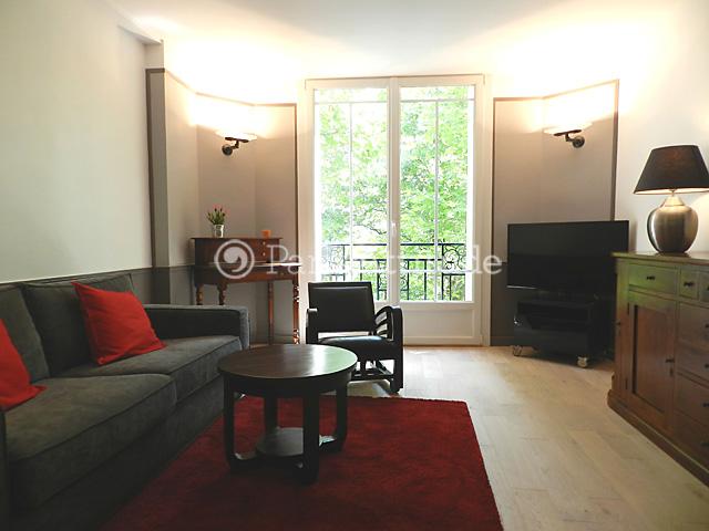 Louer un appartement paris 75019 46m buttes chaumont for Appartement atypique 75019