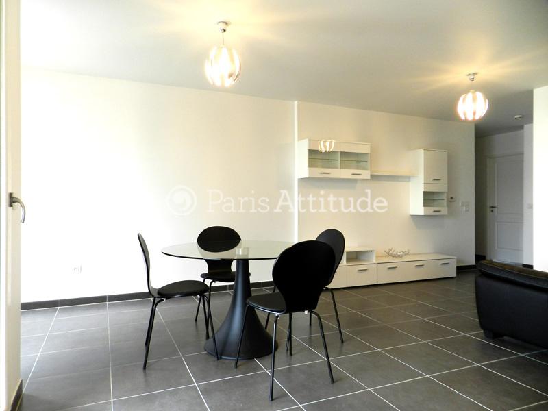Louer un appartement paris 75019 84m canal de l ourcq for Appartement atypique 75019