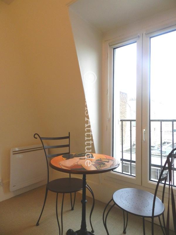 Louer un appartement paris 75019 32m buttes chaumont for Appartement atypique 75019