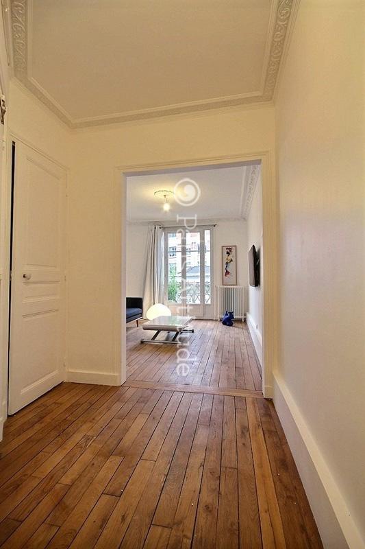 louer un appartement paris 75015 70m tour eiffel ref 11129. Black Bedroom Furniture Sets. Home Design Ideas