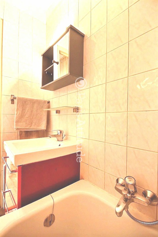 Louer un appartement paris 75003 24m marais ref 11164 for Appartement atypique a louer paris