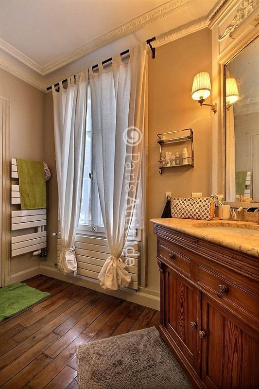 Louer un appartement paris 75014 50m alesia ref 12163 for Appartement atypique a louer paris