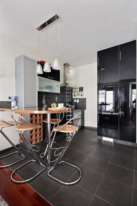 louer un appartement paris 75002 23m montorgueil grands boulevards ref 12392. Black Bedroom Furniture Sets. Home Design Ideas