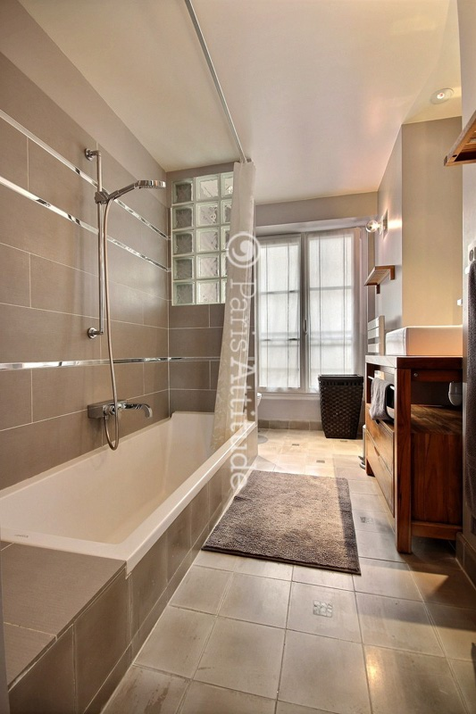 Louer un appartement paris 75018 40m guy moquet ref for Location appartement atypique paris