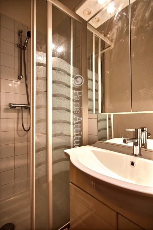 Louer un appartement paris 75002 18m bourse ref 12957 for Appartement atypique a louer paris