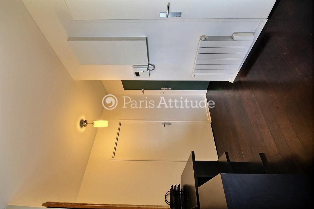 Louer un appartement paris 75019 50m buttes chaumont for Appartement atypique 75019