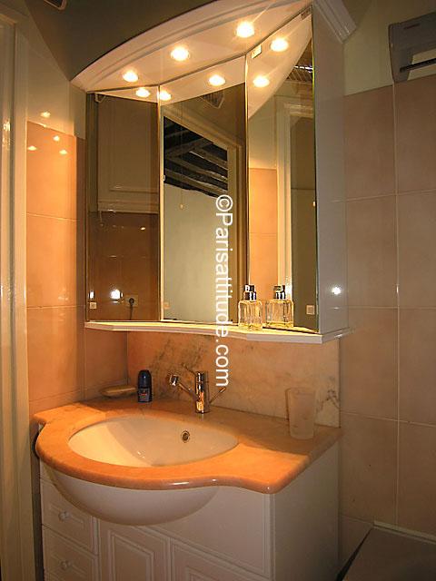 Louer un appartement paris 75002 35m montorgueil for Appartement atypique a louer paris