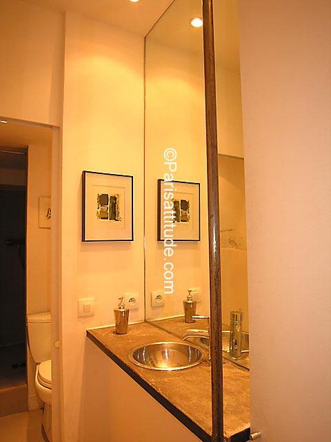 Louer un appartement paris 75002 30m montorgueil for Appartement atypique a louer paris