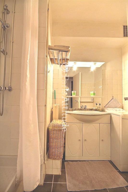 louer un appartement paris 75006 27m luxembourg garden ref 2434. Black Bedroom Furniture Sets. Home Design Ideas
