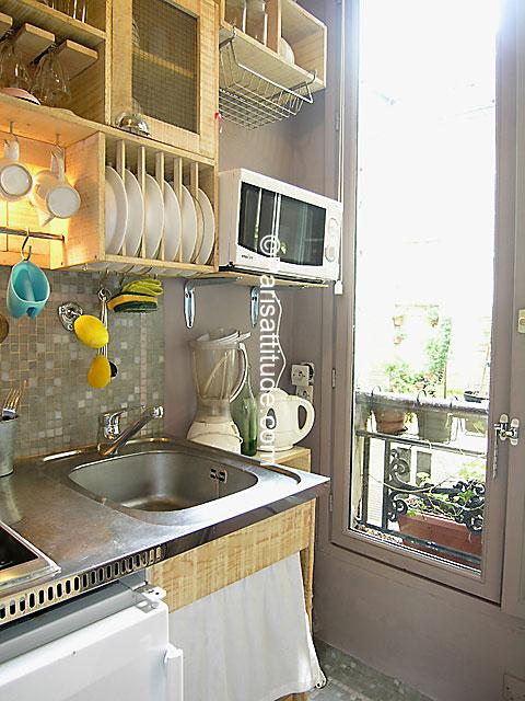 Rent apartment in paris 75010 20m saint denis ref 2537 for Chambre de bonne paris rent