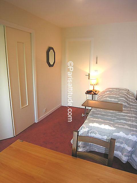 Louer un appartement paris 75014 76m montparnasse for Appartement atypique a louer paris