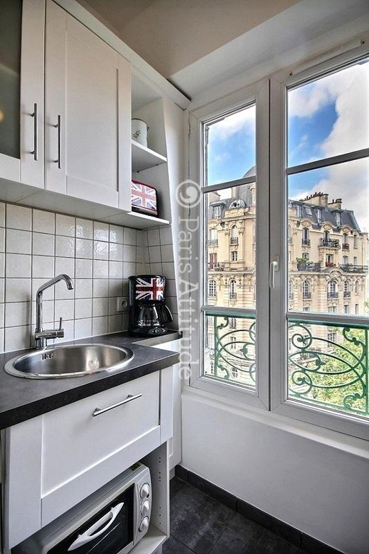 Louer un appartement paris 75019 30m buttes chaumont for Appartement atypique 75019