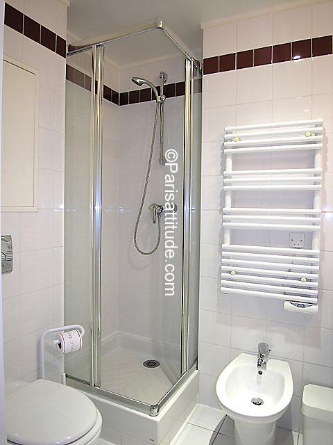 louer un appartement paris 75008 28m champs elysees ref 4380. Black Bedroom Furniture Sets. Home Design Ideas
