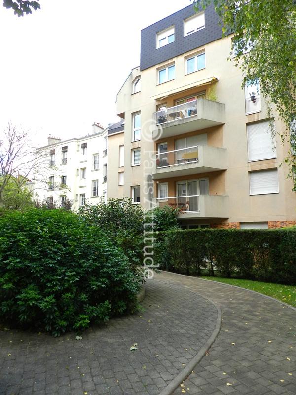 Louer un appartement paris 75019 45m buttes chaumont for Appartement atypique 75019