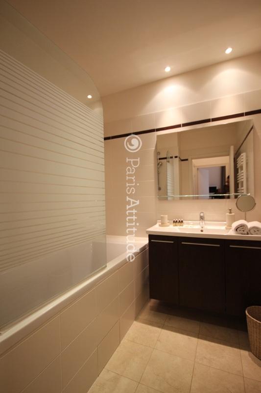 Louer un appartement paris 75003 110m le marais ref for Amenager une salle de bain avec douche et baignoire