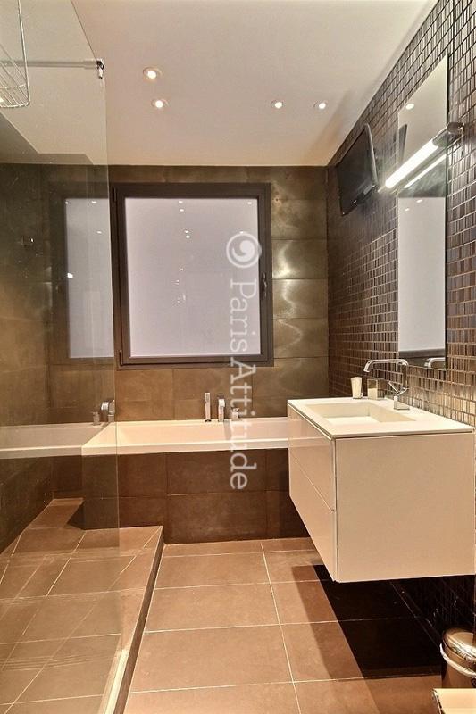 louer un appartement paris 75008 60m champs elysees triangle d or ref 5017. Black Bedroom Furniture Sets. Home Design Ideas