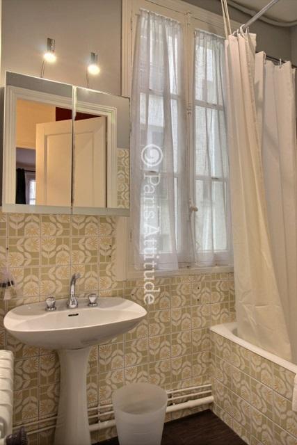 louer un appartement paris 75017 60m guy moquet ref 5904. Black Bedroom Furniture Sets. Home Design Ideas