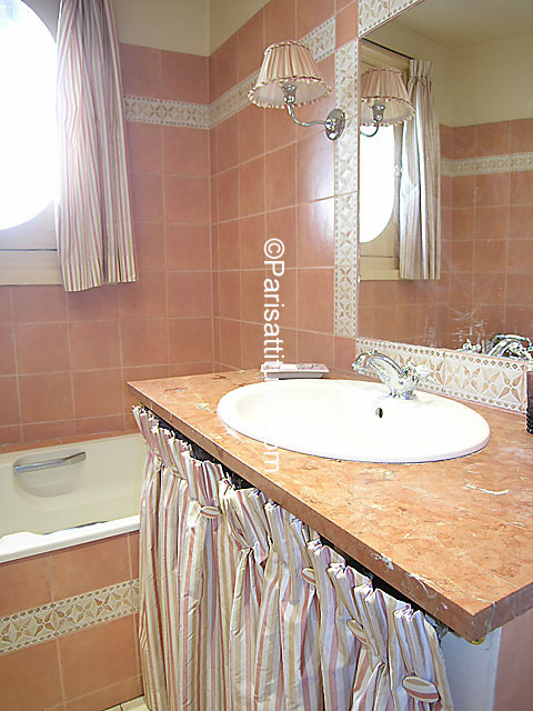 louer un appartement paris 75007 83m invalides ref 6571. Black Bedroom Furniture Sets. Home Design Ideas