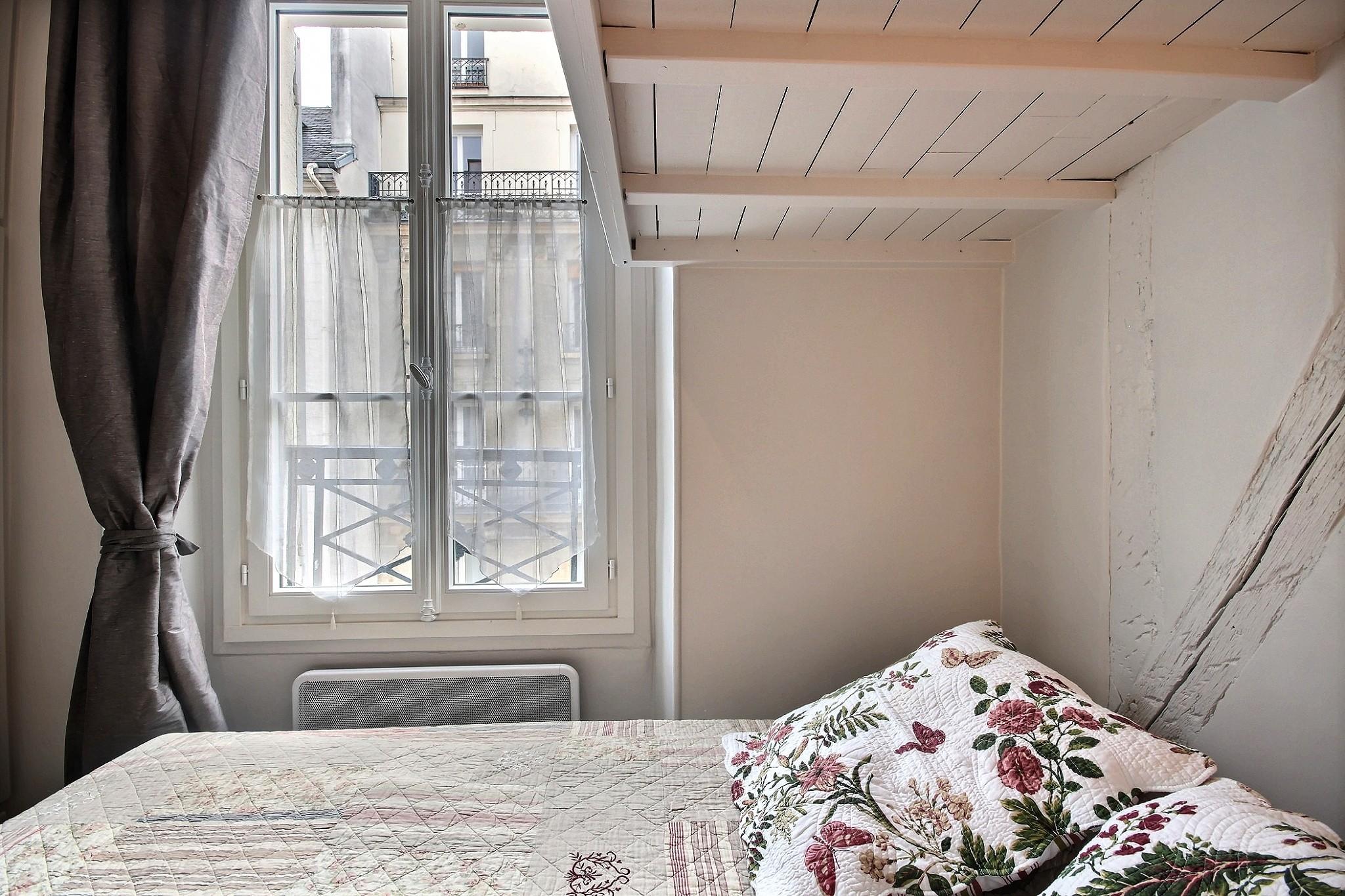 Louer un appartement paris 75004 30m bastille le for Chambre de bonne louer paris