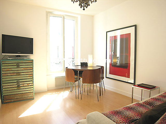 Louer un appartement paris 75018 26m montmartre - Nid rouge lincroyable appartement paris ...