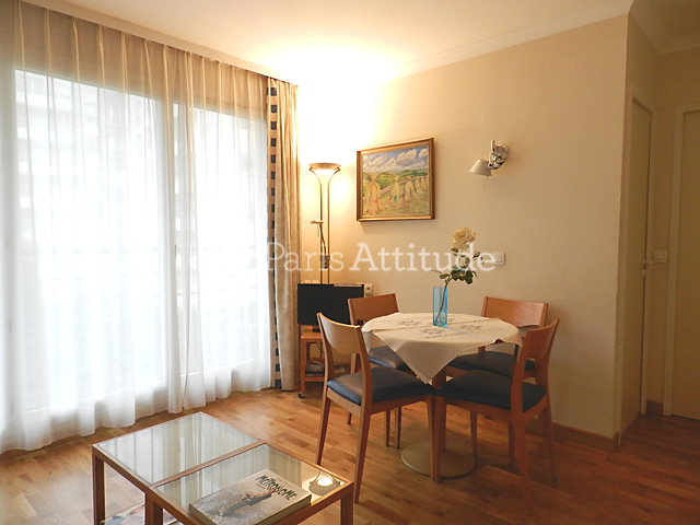 Louer un appartement paris 75019 29m buttes chaumont for Appartement atypique 75019