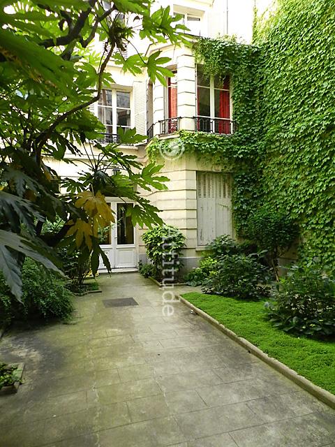 louer un appartement paris 75017 27m parc monceau ref 8523. Black Bedroom Furniture Sets. Home Design Ideas