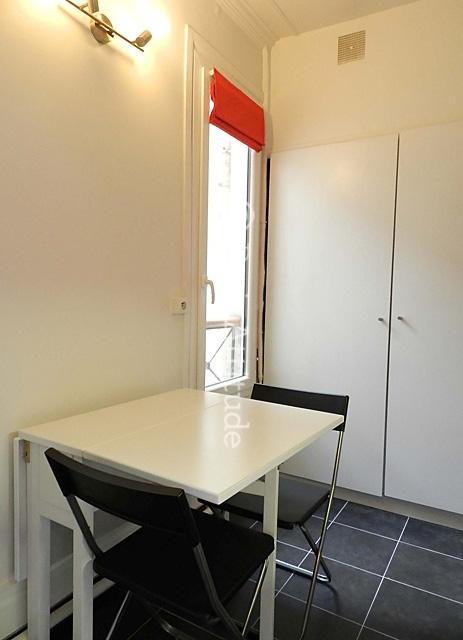 louer un appartement paris 75017 39m monceau ref 9472. Black Bedroom Furniture Sets. Home Design Ideas
