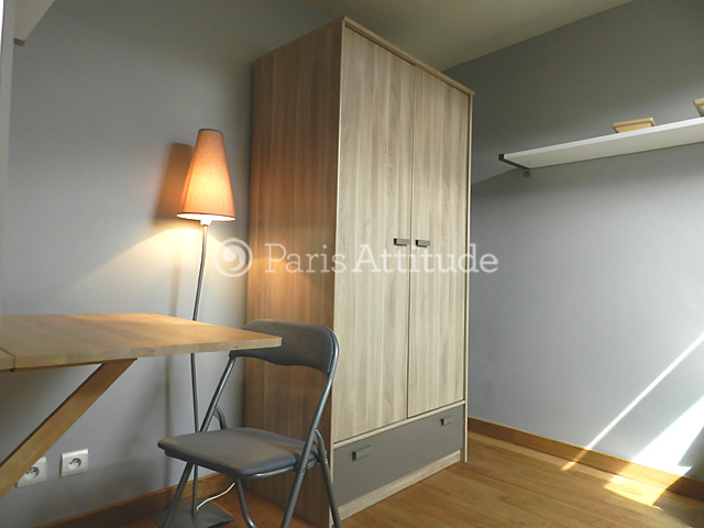 Louer un appartement paris 75009 26m grands for Chambre de bonne a louer paris week end