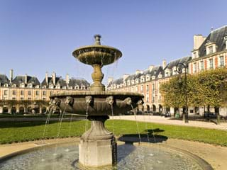 Location appartement Place des Vosges, Paris, France