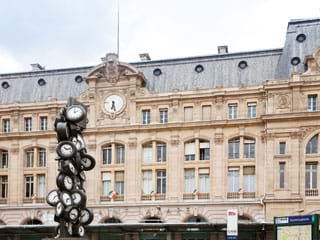 Apartment rental Gare Saint-Lazare, Rue d'Amsterdam, Paris, France