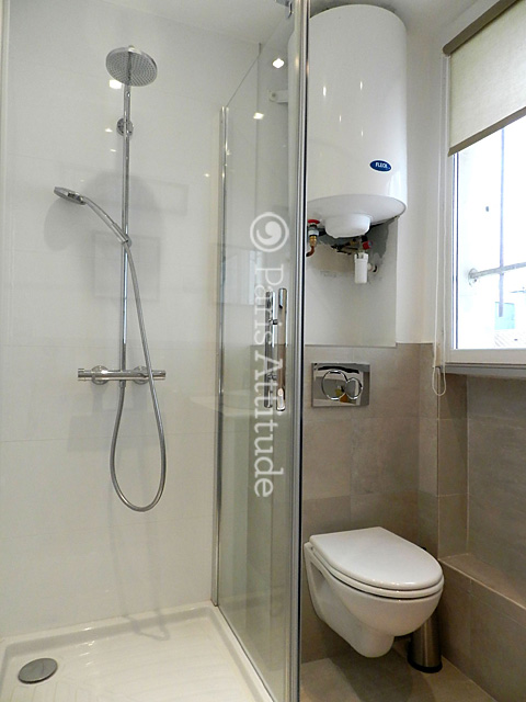 Louer un appartement paris 75004 47m le marais ref 10045 for Petit bain douche