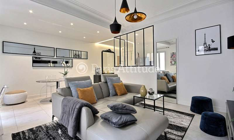 Rent Apartment 2 Bedrooms 75m² rue du Boccador, 8 Paris