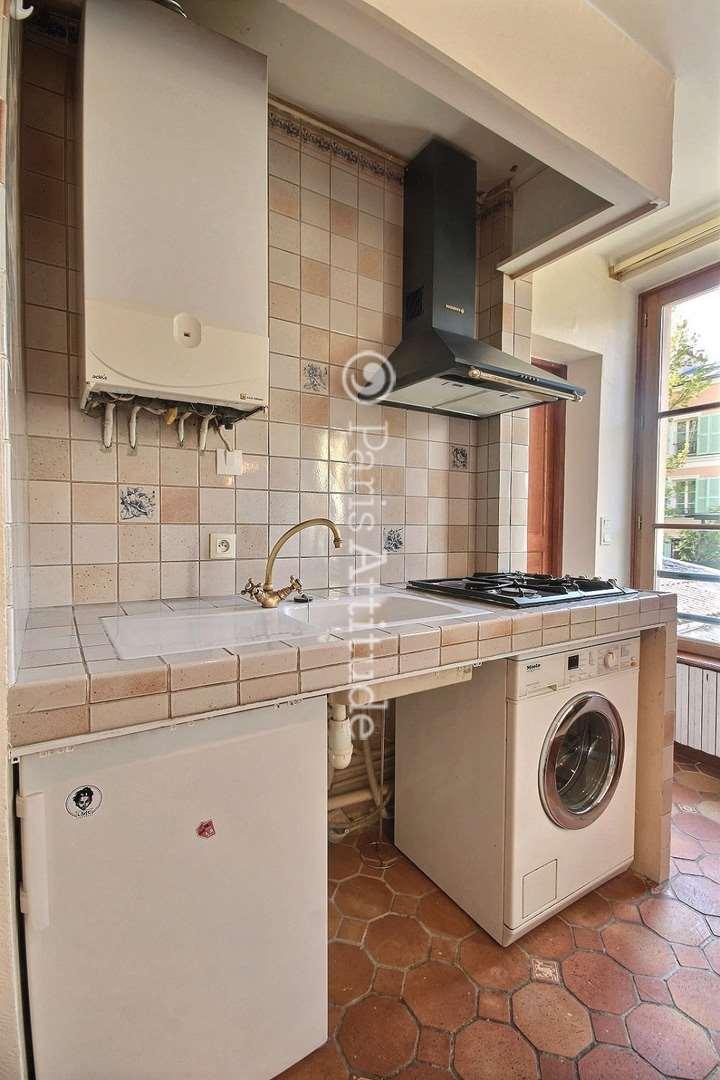 Louer un appartement paris 75020 25m gambetta ref 10865 for Louer chambre sans fenetre