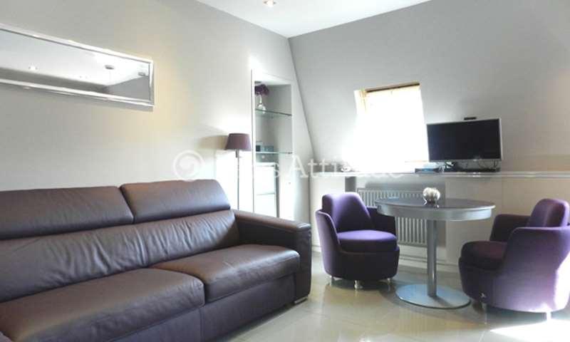 Rent Apartment Studio 24m² rue Christophe Colomb, 8 Paris