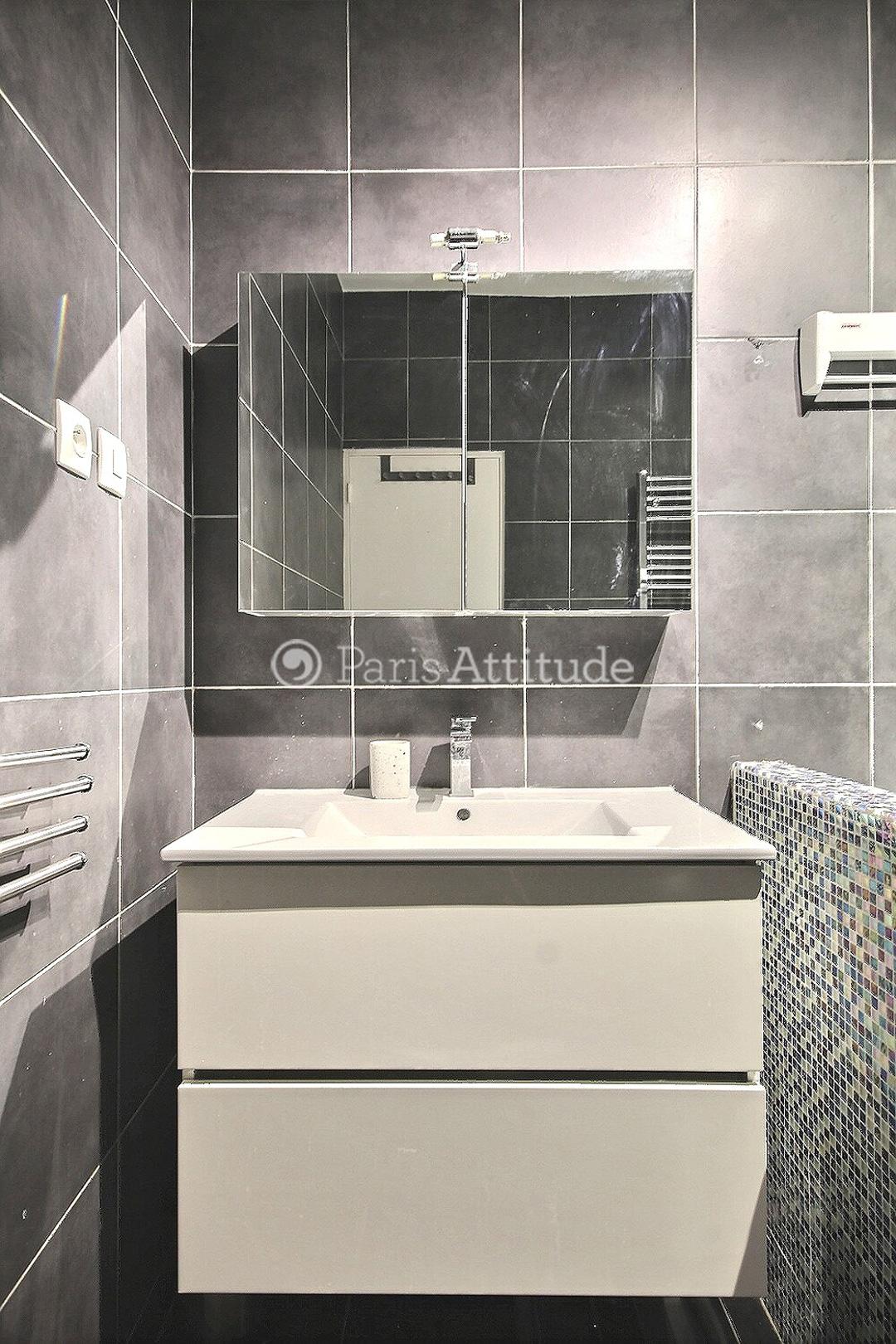 Louer un appartement paris 75009 65m montmartre ref for Douche italienne appartement