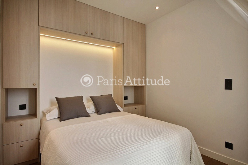 the 6 square meters alcove bedroom is equipped with double bed 140m built in wall closet hard wood floor - Lits Alcove