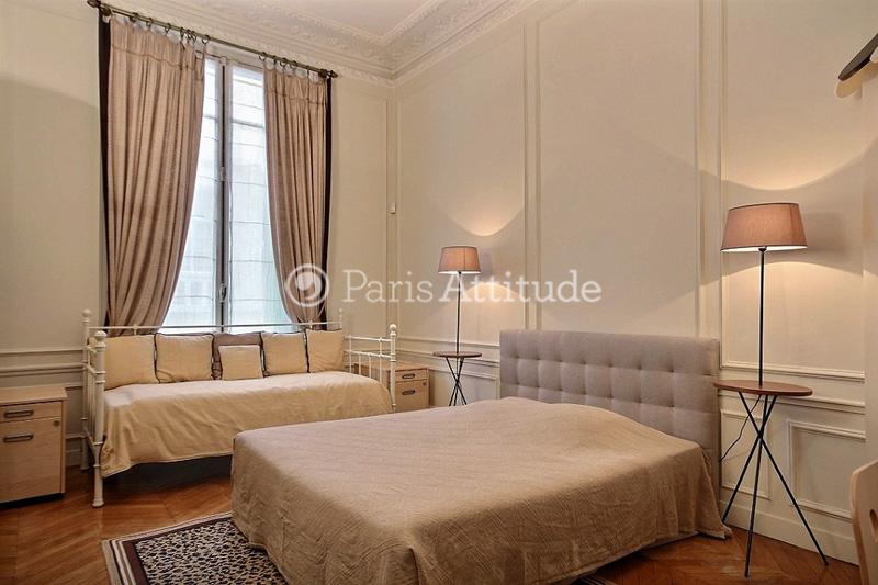 lit devant fenetre photo rponse with lit devant fenetre awesome le lit mezzanine avec bureau. Black Bedroom Furniture Sets. Home Design Ideas