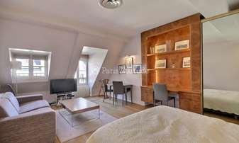 Location Appartement Studio 32m² rue de Berri, 8 Paris