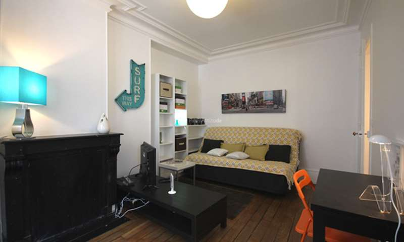 Rent Apartment Studio 22m² rue Crespin Du Gast, 75011 Paris