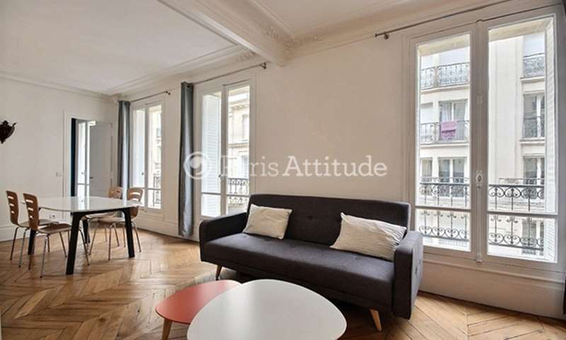 Location Appartement 2 Chambres 65m² rue de Naples, 75008 Paris