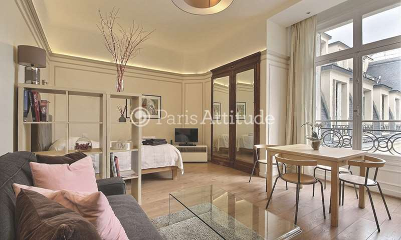 Location Appartement Studio 40m² avenue des Champs elysees, 75008 Paris