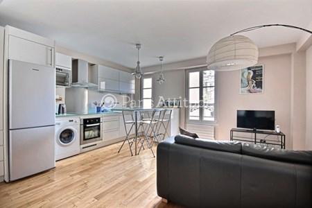 louer un appartements meubl situ dans le quartier place de clichy. Black Bedroom Furniture Sets. Home Design Ideas