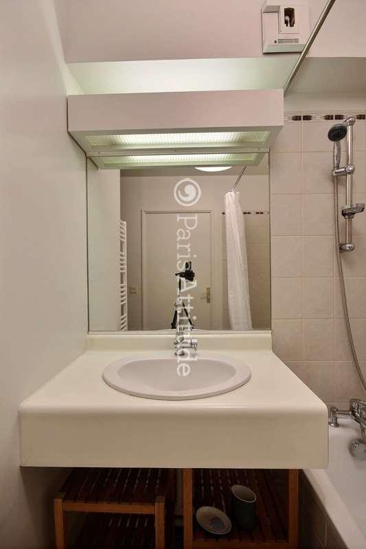 louer un appartement paris 75019 28m buttes chaumont ref 12607. Black Bedroom Furniture Sets. Home Design Ideas