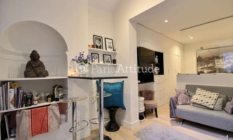 Rent Apartment Alcove Studio 20m² rue de Surene, 8 Paris