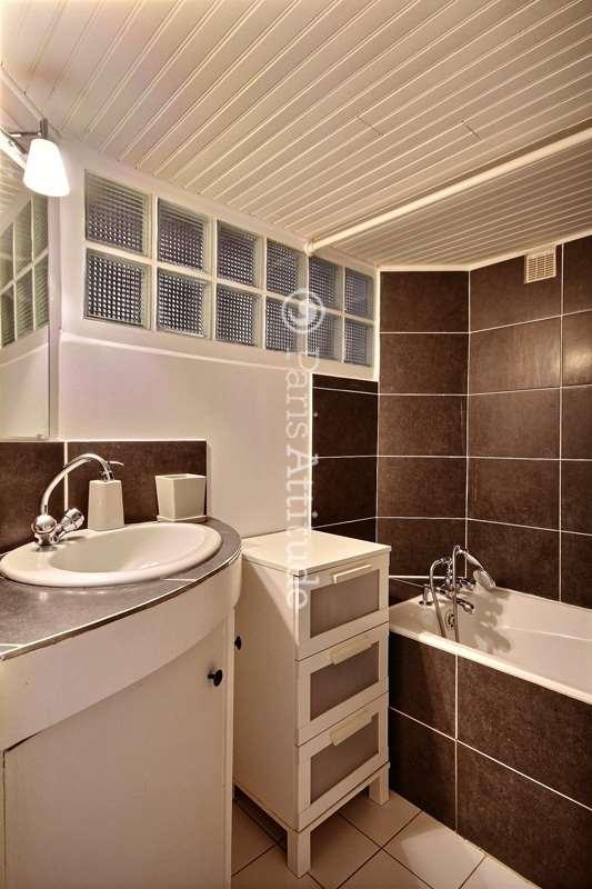 louer un appartement paris 75005 32m latin quarter. Black Bedroom Furniture Sets. Home Design Ideas