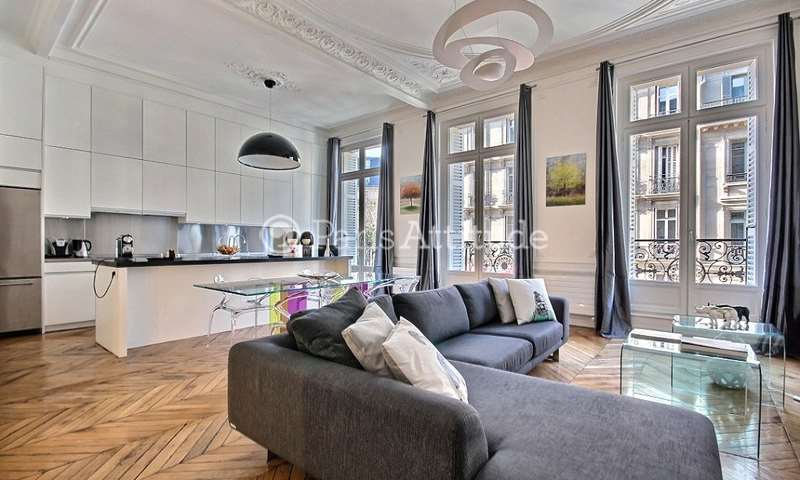 Rent Apartment 2 Bedroom 101m² rue de Rome, 75008 Paris