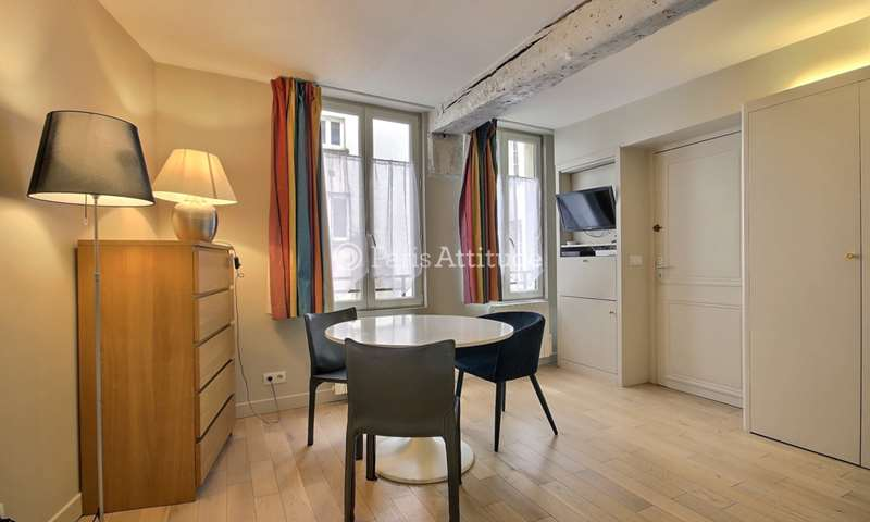 Rent Apartment Studio 24m² rue Sainte Croix de la Bretonnerie, 75004 Paris